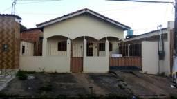 Alugo casa próximo da Praça do cidadão