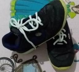 Vendo roupinhas e calçados de menino e menina
