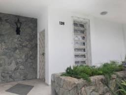 Casa comercial de 200 m² para locação bem localizada em Coqueiros Florianópolis