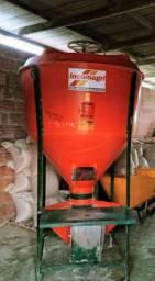 Vende-se um misturador de ração de 500kg