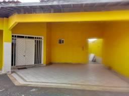 Excelente Casa de esquina em rua pública / Atalaia