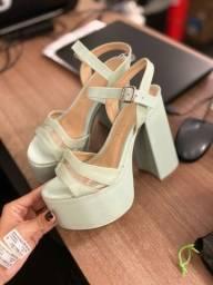 Sandália mega estilosa e confortável