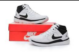 Vendo Tênis Nike air Jordan ( 130 com entrega)