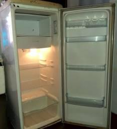 geladeira e colchão com box casal
