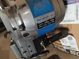 Máquina de corte pra retirar peças