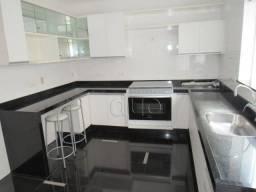 Casa para alugar em Condominio Fechado com 3 dormitórios para alugar, 199 m² por R$ 3.700/