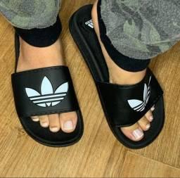 Vendo sandália adidas