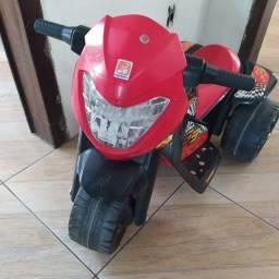 Moto elétrica infantil pouco usada