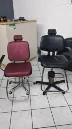 Cadeira de barbeiro R$700 as duas