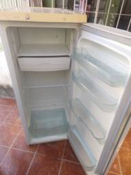 Geladeira semi Nova barato 400 reais
