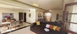 Casa no Campos Elíseos com 07 quartos, 05 salas e lazer completo com piscina aquecida