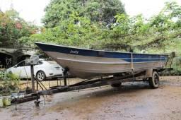 Barco para pesca com motor e reboque