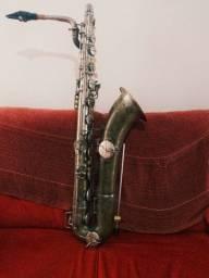 Saxofone Barítono Conn