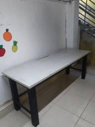 Mesas com base de ferro