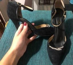 Sapato 35 em couro e camurça