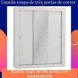 Guarda roupa de três portas de correr com espelho