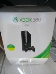 Xbox 360 4G por R$650,00