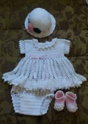 Vestido croche bebe, sapatinho, chapeu, RN a 3 meses -Kit 4 peças