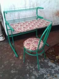 Escrivaninha c/cadeira