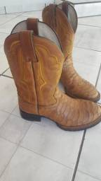 Vendo bota de couro masculino
