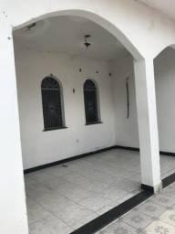 Aluga-se uma casa no bairro São Jorge