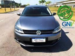 Volkswagen Jetta Comfortline com teto solar