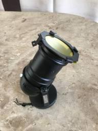 Canhão de luz cênica. (Spot)
