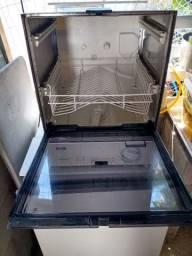 Máquina de lavar louças antiga em excelente estado de conservação