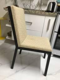 Cadeira de metal acabamento em madeira