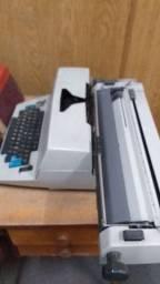 Máquina de escrever, elétrica