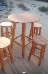 Conjunto bancos e mesa