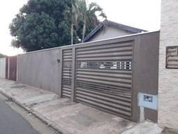 Casa com 03 qt, sendo 01 suíte + edícula; Br. Tiradentes - Campo Grande/MS.