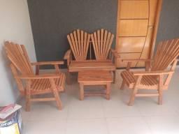 Cadeiras em Madeiras.