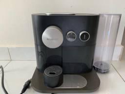 Máquina nespresso expert preta