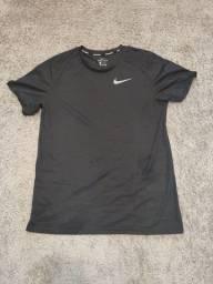 Camisetas esportivas e academia