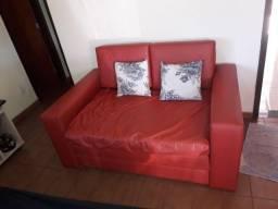 Sofá-cama, marca Castor, courino vermelho.