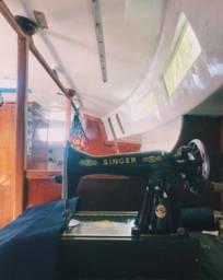 Linda Máquina de costura antiga