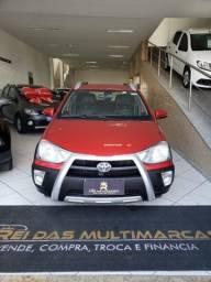 Toyota Etios Cross 1.5 Vermelha - 2016