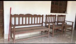 Sofá em madeira maciça 1.500,00