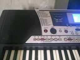 Teclado Yamaha psr550