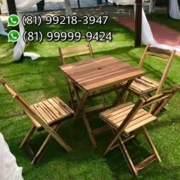 Mesas e cadeiras de madeira dobráveis entregamos