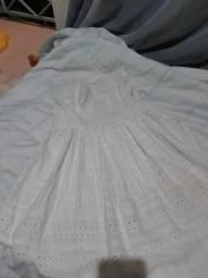 Dois vestidos brancos de renda