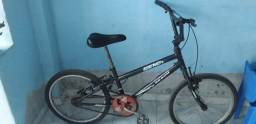 Bicicleta conservada com pecas Novas