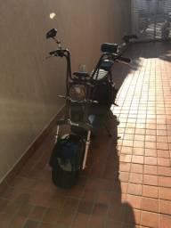 Uma moto elétrica nova nunca usada com nota fiscal