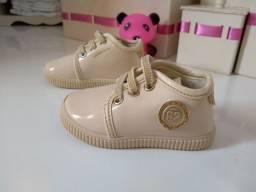 Vendo sapatinhos e sandália PIMPOLHO DE MENINA