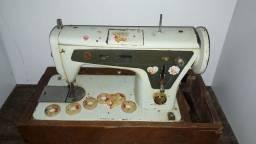 Máquina de costura Singer multiponto 666