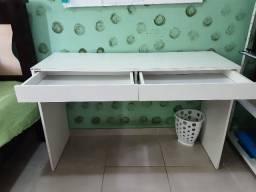 Ótima escrivaninha com cadeira giratória