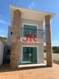 Casa duplex 02 suítes, ampla área externa. Alto padrão, primeira moradia. Cabo Frio-RJ.