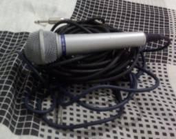Caixa de som e microfone