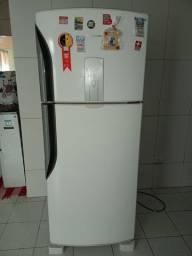 Vendo esta geladeira panasonic frosfree